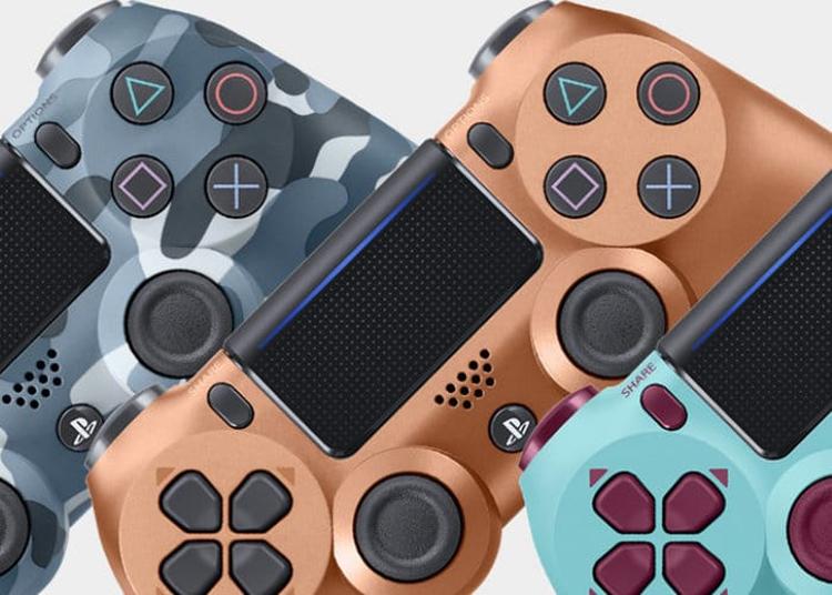 """Трио PlayStation-контроллеров Dualshock 4 в оригинальном исполнении"""""""