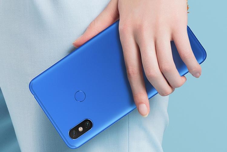 """Начинаются продажи смартфона Xiaomi Mi Max 3 в глубоком синем цвете"""""""