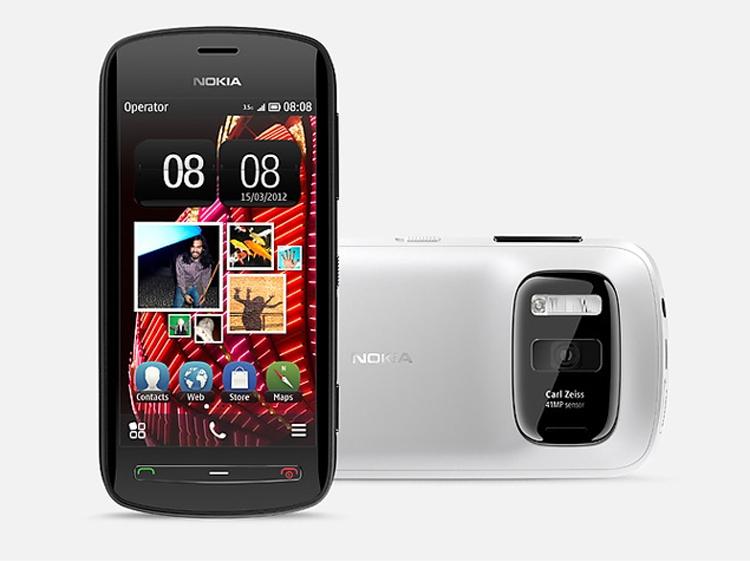 Nokia 808 PureView был представлен в 2012 году и работал под управлением ОС Symbian. Он оснащался камерой с 41-Мп датчиком, ксеноновой вспышкой и оптикой Zeiss