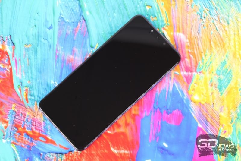 Huawei nova 3, лицевая панель: сверху – вырез с индикатором состояния, двойной фронтальной камерой, ИК-датчиком и разговорным динамиком