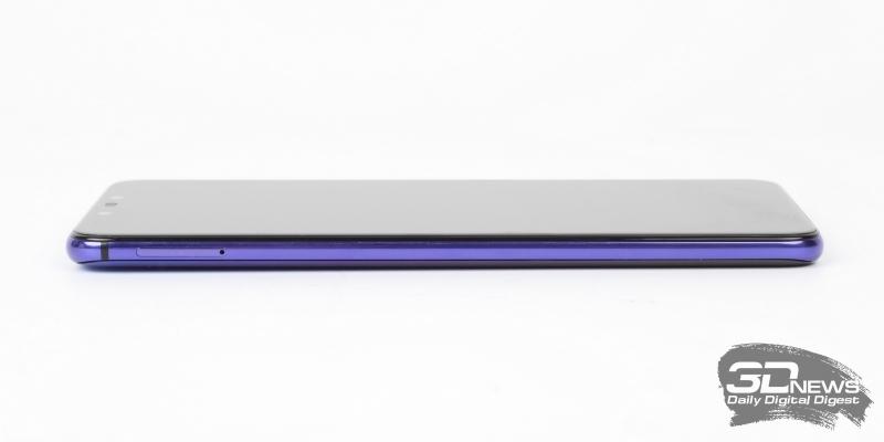 Huawei nova 3, левая грань: слот для двух операторских карточек стандарта nano-SIM или одной симки и одной карты памяти стандарта microSD