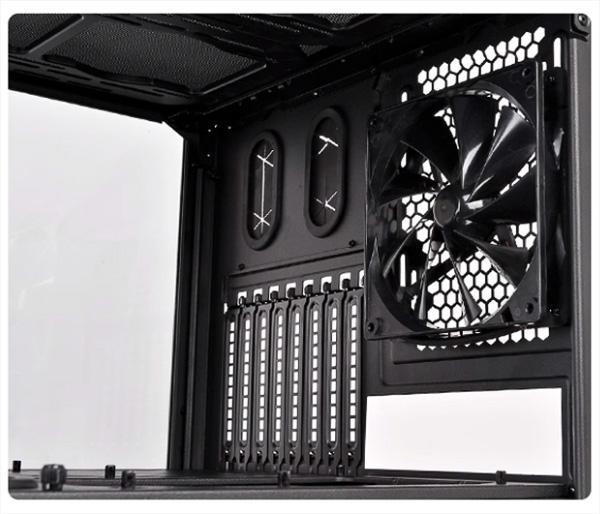 В комплект Level 20 XT включён вентилятор без подсветки