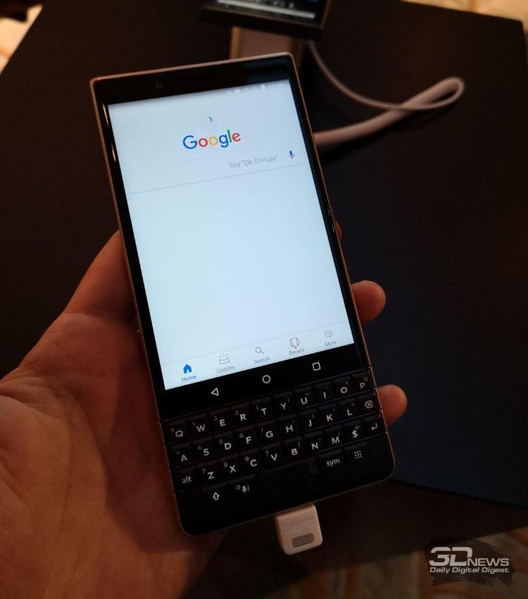 "Смартфон BlackBerry KEY2 LE получил три камеры"""