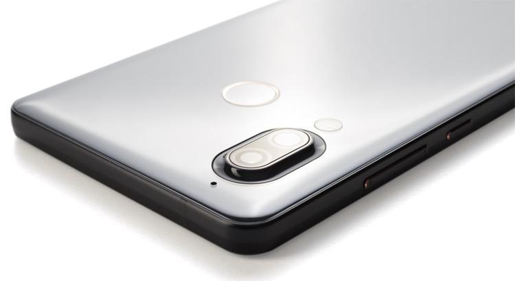 """Sharp Aquos D10: смартфон среднего уровня с экраном Full HD+ и тремя камерами"""""""