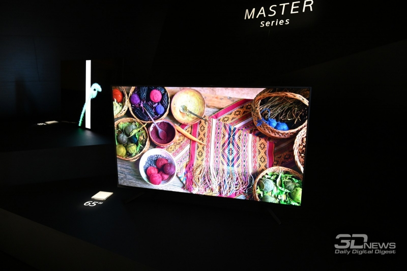 Это Sony AF9 – извините за подобные фото, идея демонстрировать телевизоры в темноте пришла в голову не мне