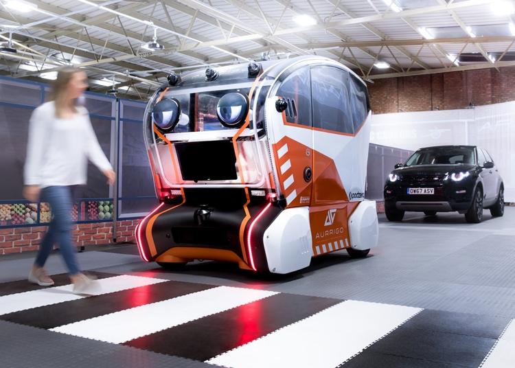 """«Виртуальные глаза» Jaguar Land Rover позволят робомобилям взаимодействовать с пешеходами"""""""