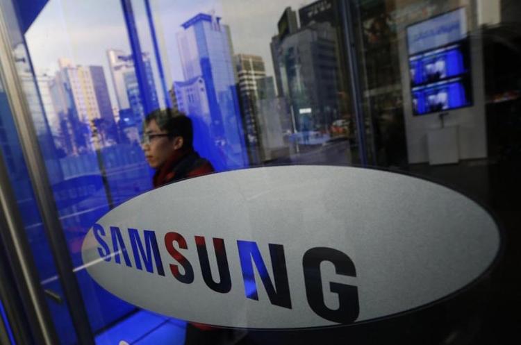 "Samsung: гибкий смартфон дебютирует до конца 2018 года"""