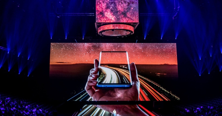 """Samsung: новейшие функции начнут появляться на телефонах среднего класса"""""""