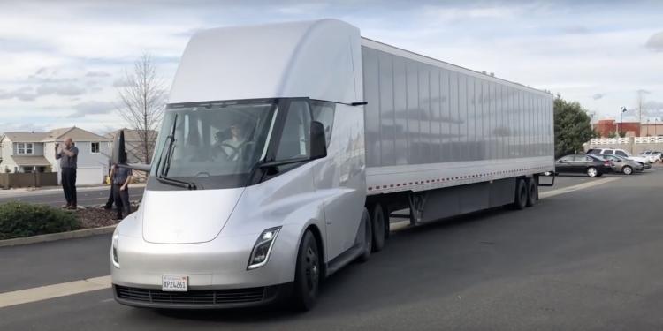 "Tesla получила заказ на ещё 30 Tesla Semi от Walmart"""