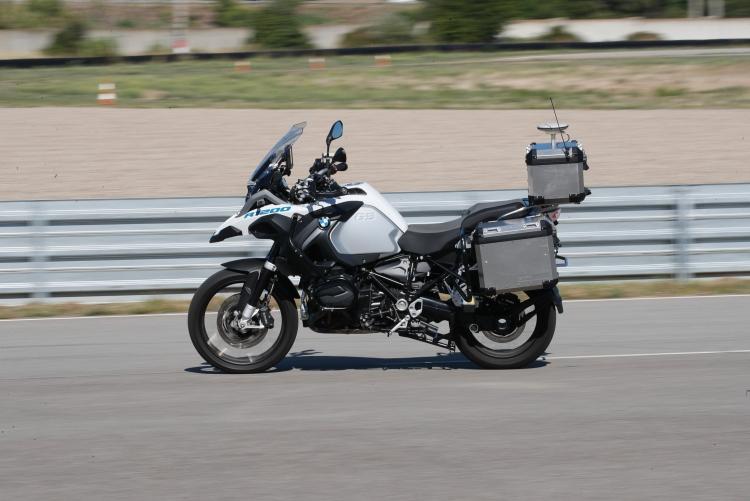 """Видео дня:BMW продемонстрировала самоуправляемый мотоцикл"""""""