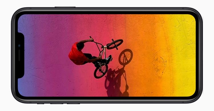"""«Бюджетный» iPhone XR: большой дисплей с низким разрешением и самый мощный процессор"""""""