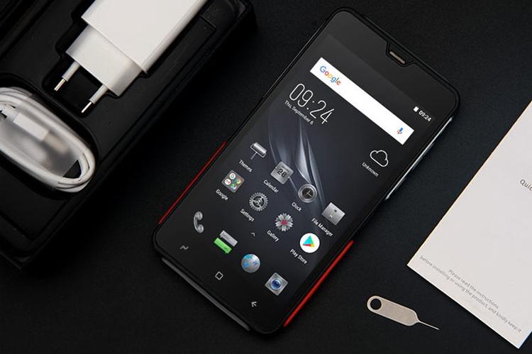 """Выпущен первый в мире «неубиваемый» смартфон с 2K-экраном"""""""