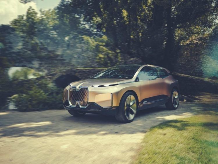 "Концепт электрокара BMW iNext показали в шоуруме на борту авиалайнера"""