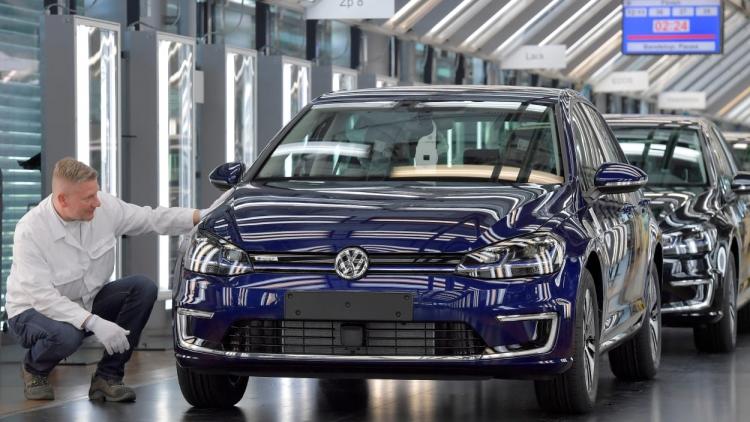 """Германии не удастся довести число электромобилей на дорогах до 1 млн к 2020 году"""""""