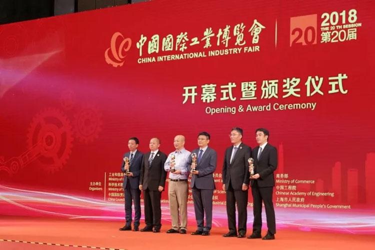 Руководство компании Zhaoxin получает заслуженную награду