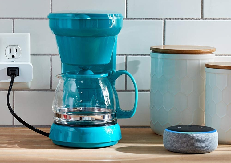 """Amazon Smart Plug: голосовой ассистент Alexa в каждой розетке"""""""