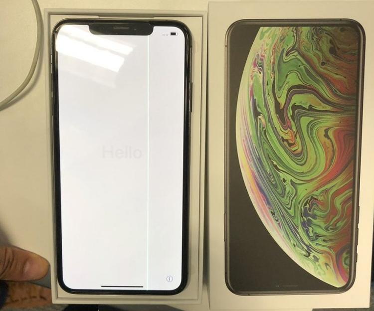 """Бракованный iPhone XS Max обнаружен в день старта продаж"""""""