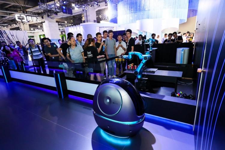 """В октябре Alibaba начнёт тестирование робота-портье Space Egg в отеле"""""""