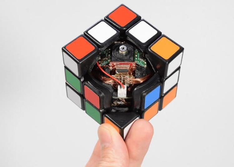 "Видео дня: самособирающийся Кубик Рубика"""