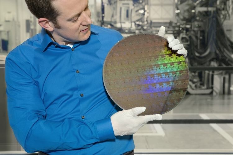 Безоблачно прошлое: Подложка, обработанная с использованием экспериментального техпроцесса 5 нм IBM Research Alliance