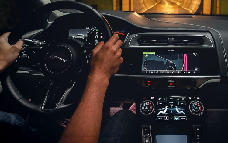 """Автомобили Jaguar Land Rover подружатся с системами Android Auto и Apple CarPlay"""""""