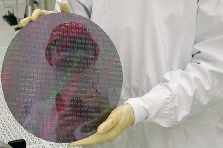 """Intel признала дефицит CPU и cконцентрировалась на чипах высокого класса"""""""