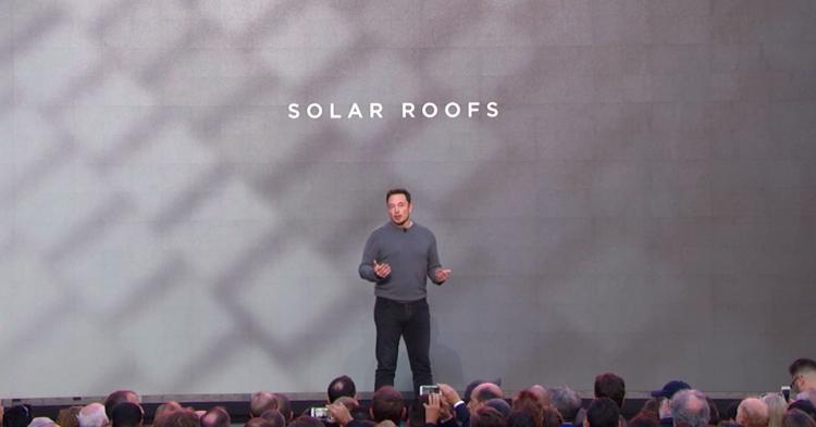 """В 2016 году Tesla обещала революцию в солнечных крышах, но воз и ныне там"""""""