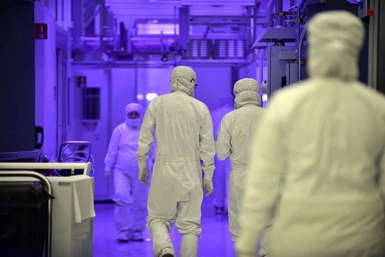 В «чистой комнате» Intel (Tom's Hardware)