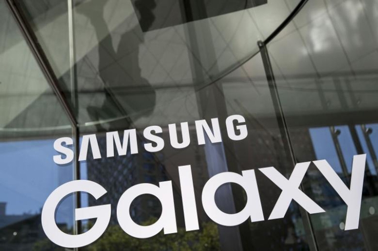 """Смартфоны Samsung Galaxy S10 выйдут как минимум в пяти цветовых вариантах"""""""
