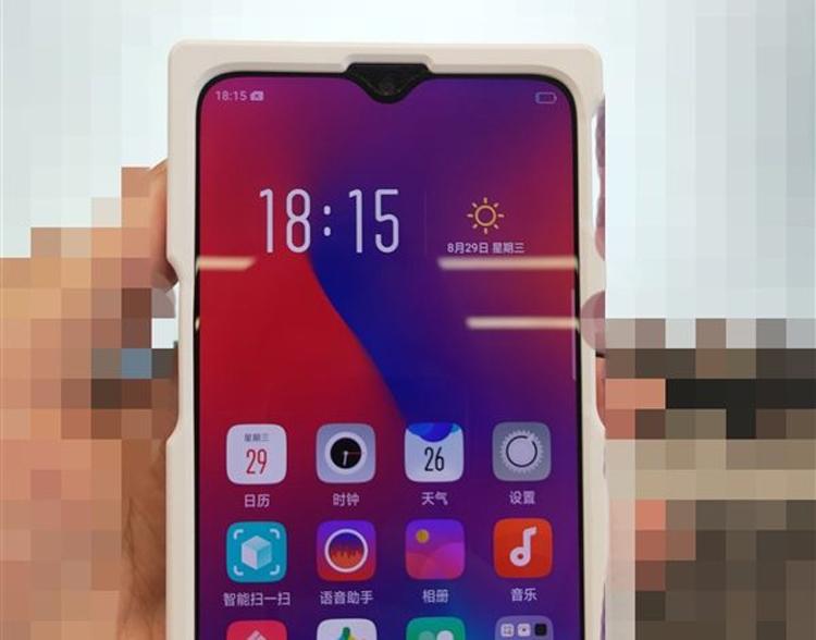 """Безрамочный смартфон OPPO K1 показался на «живой» фотографии"""""""