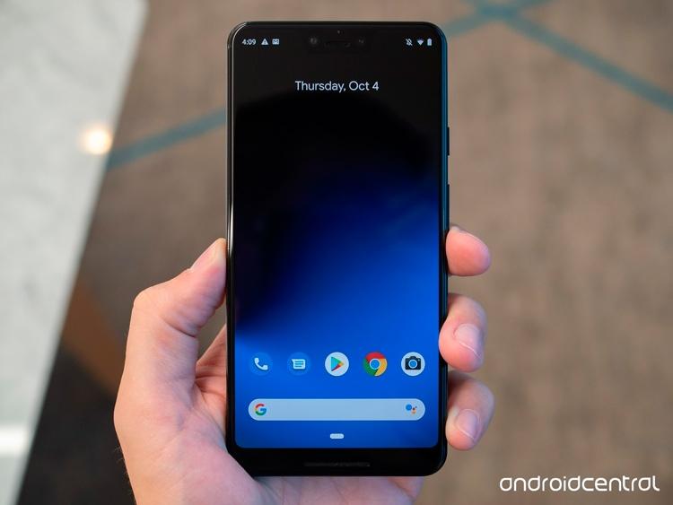 Дисплей Pixel 3 XL имеет вырез, а также большие диагональ и разрешение (фото Android Central)