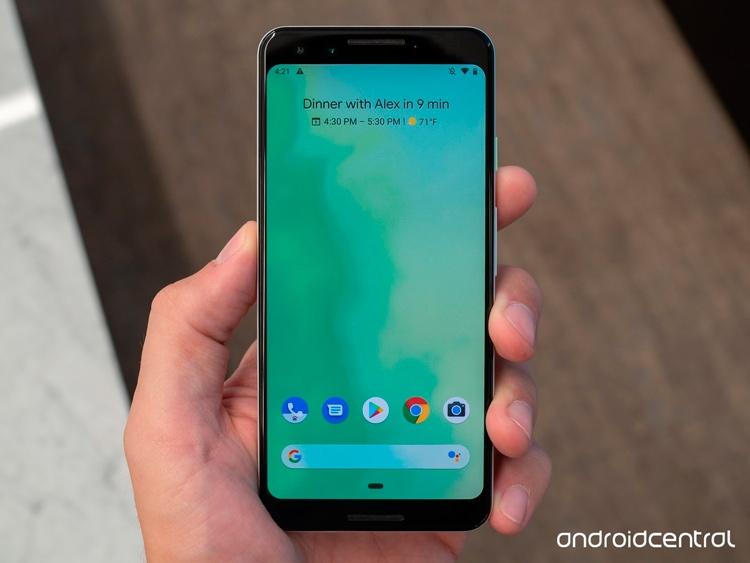 5,5-дюймовый экран Pixel 3, несмотря на более скромные характеристики, тоже выполнен по технологии OLED (фото Android Central)