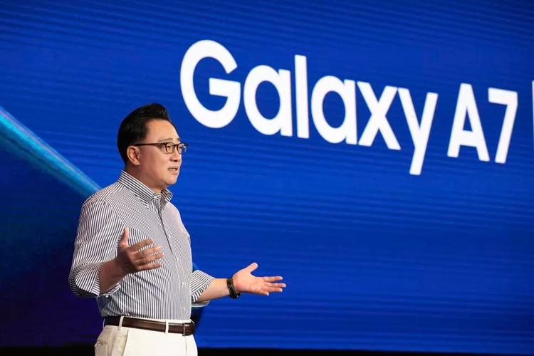 """Первый складной телефон Samsung на самом деле будет планшетом"""""""