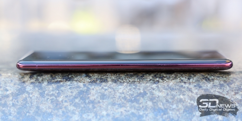 Sony Xperia XZ3, левая грань лишена функциональных элементов