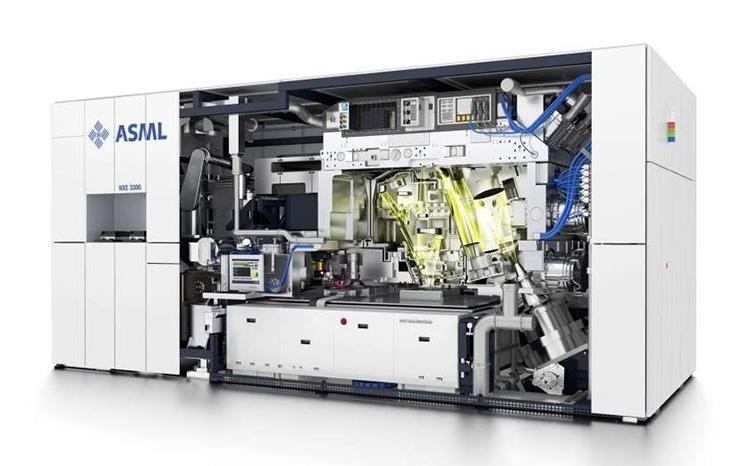 Типичный современный литографический сканер компании ASML для выпуска полупроводников