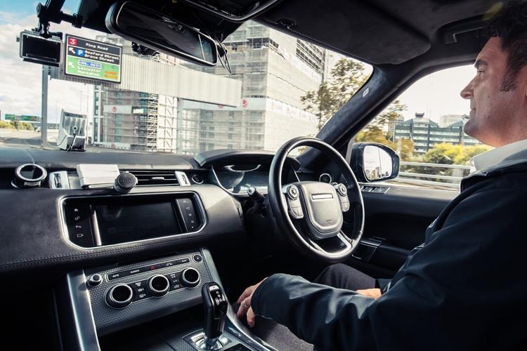 """Робомобиль Range Rover Sport показал навыки движения в сложных условиях"""""""