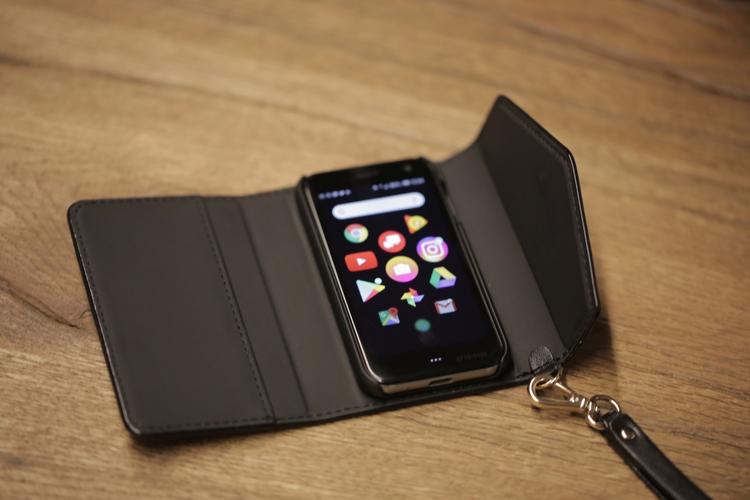 """Необычный смартфон Palm оснащён 3,3-дюймовым дисплеем"""""""