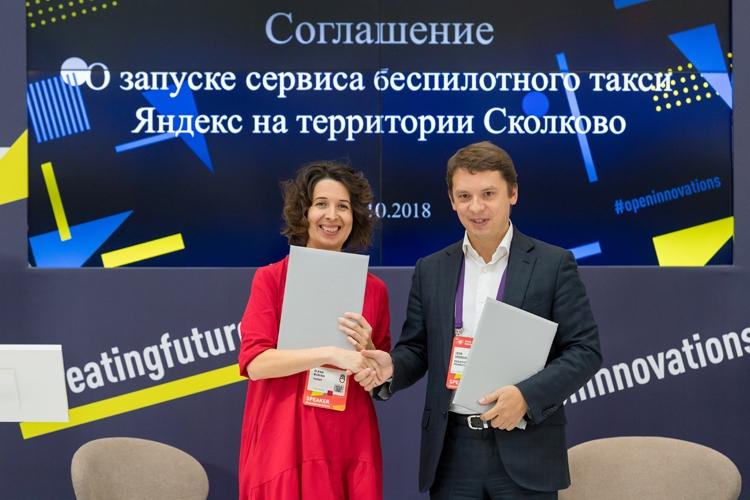 Председатель правления фонда «Сколково» Игорь Дроздов и генеральный директор Яндекса Елена Бунина. Фото: Sk.ru