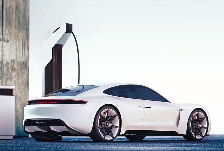"""Porsche предложила дилерам подключиться к подготовке к запуску электромобиля Taycan в США"""""""