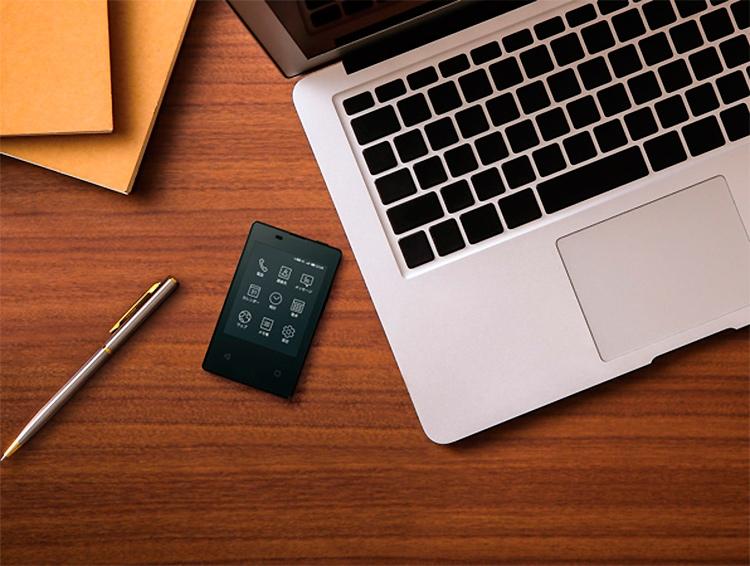 """Kyocera KY-O1L: телефон с размерами банковской карты, минимальной функциональностью и высокой ценой"""""""