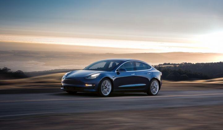 """Tesla начала выпуск более дешёвой версии электромобиля Model 3 с запасом хода 418 км"""""""