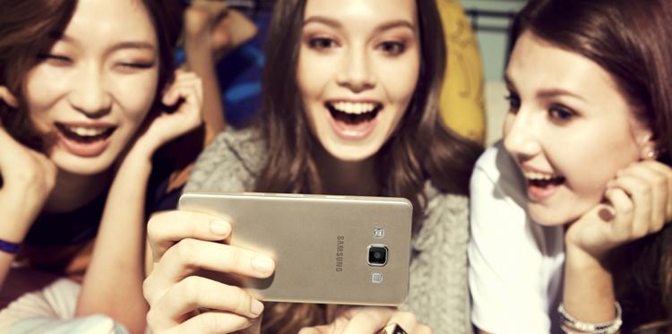"""Samsung хочет спрятать селфи-камеру за экран смартфонов"""""""