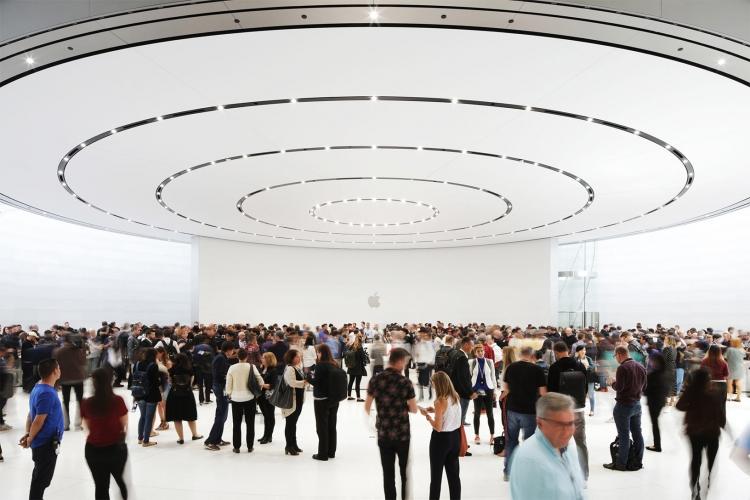 """Глава Apple призвал Bloomberg отказаться от своей истории о китайских шпионских чипах"""""""