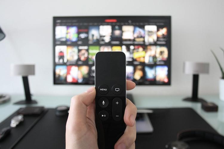 """Спрос на «умные» телевизоры в России устойчиво растёт"""""""