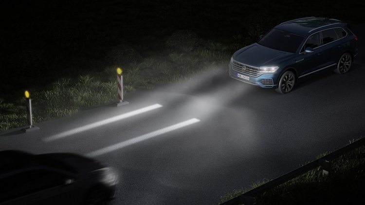 """Автомобили Volkswagen смогут проецировать на дорогу полезную информацию"""""""