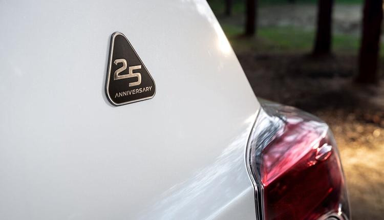 "Toyota RAV4 25th Anniversary: юбилейная серия популярного кроссовера"""