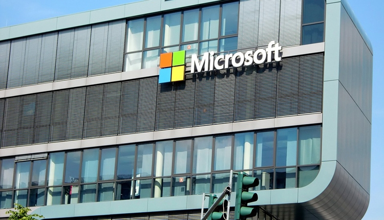 """Квартальная прибыль Microsoft подскочила на треть"""""""