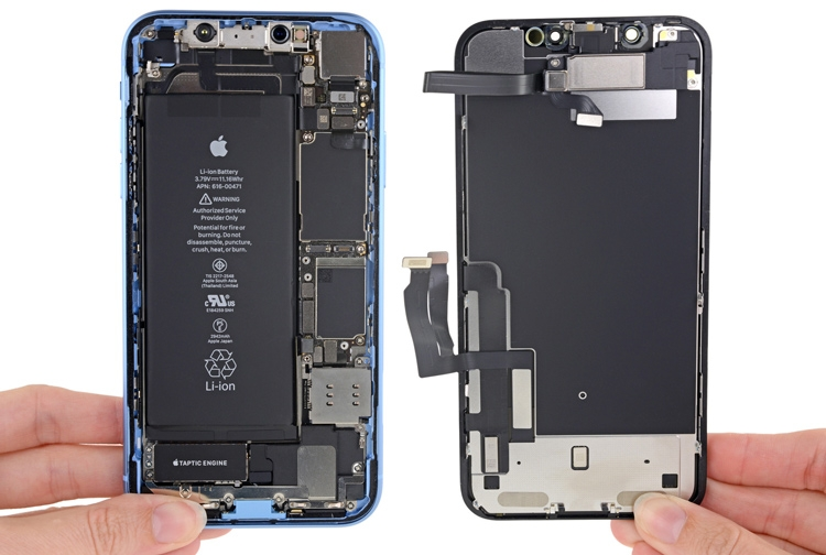 "Разборка iPhone XR: какие сюрпризы спрятала Apple внутри младшего смартфона X-серии"""