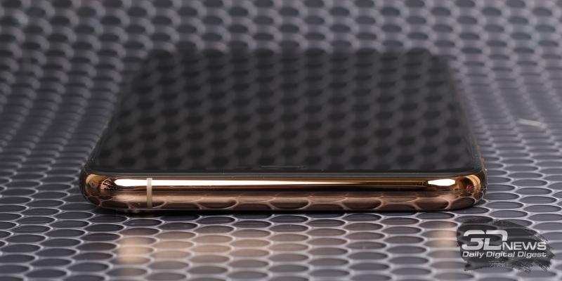 iPhone Xs Max, верхняя грань лишена функциональных элементов
