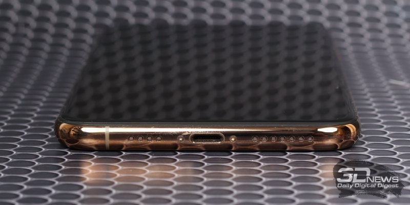 iPhone Xs Max, нижняя грань: разъем Lightning, микрофон и основной динамик
